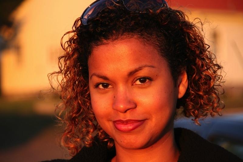 A atriz, repórter e blogueira Cinthya Rachel vive respondendo dúvidas sobre cabelos cacheados em seu blog