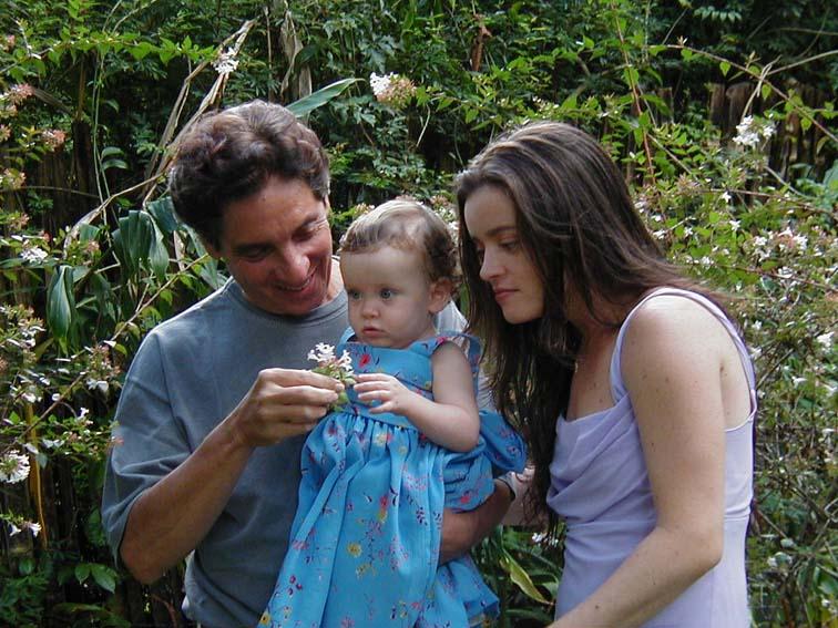 Vovô Domingos, Clarinha e Mariana, no dia da oficialização do casamento com André