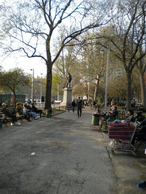 Washington Square, parque cheio de estudantes fica cercado de várias faculdades