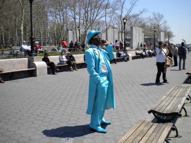 As figuras de NY (em frente a estátua da Liberdade)