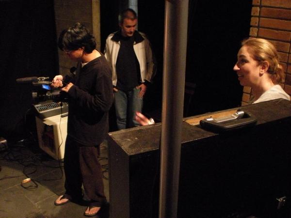 Renata e o diretor de fotografia, Nelson Kao, durante a transmissão