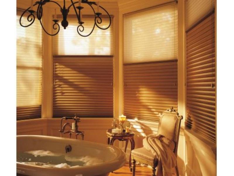 Cortina Duette Duolite, duas cortinas em uma só. Na parte da frente o tecido translucido e na parte de trás o blackout (Luxaflex por Duetto Decorações – www.duettodecoracoes.com.br)