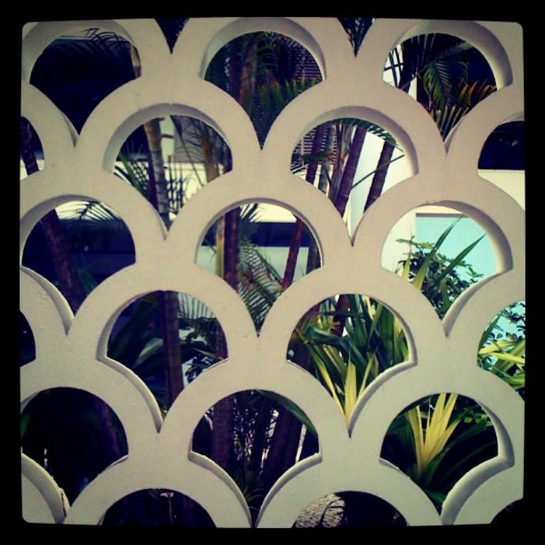 Em concreto fotografado por @rickcmiranda no Copacabana Palace, projeto de Joseph Gire