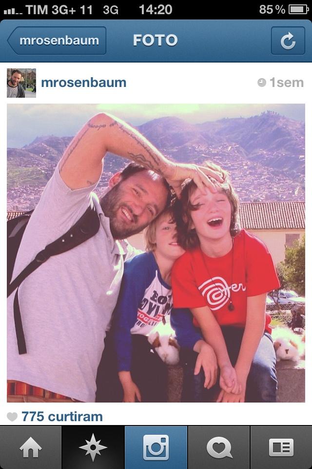 @mrosenbaum: O arquiteto Marcelo Rosenbaum é outro desses que fazem uma mistura bem legal de trabalho, família, viagens. Ao acompanhar o Instagram dele, um dia você está numa feira de design na Europa, em outro no interior do Piauí, em outro num piquenique dele com amigos e uma família linda