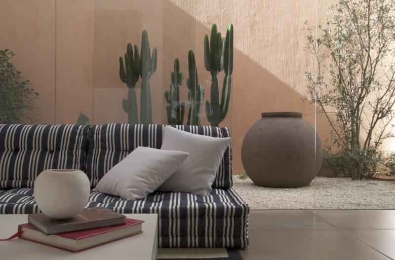 Sofá de futon listrado