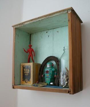 Pintada apenas na parte interna, a gaveta dá um toque retrô à decoração