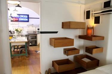Se você tem espaço sobrando, pode dispor as gavetas da mesma forma que essas