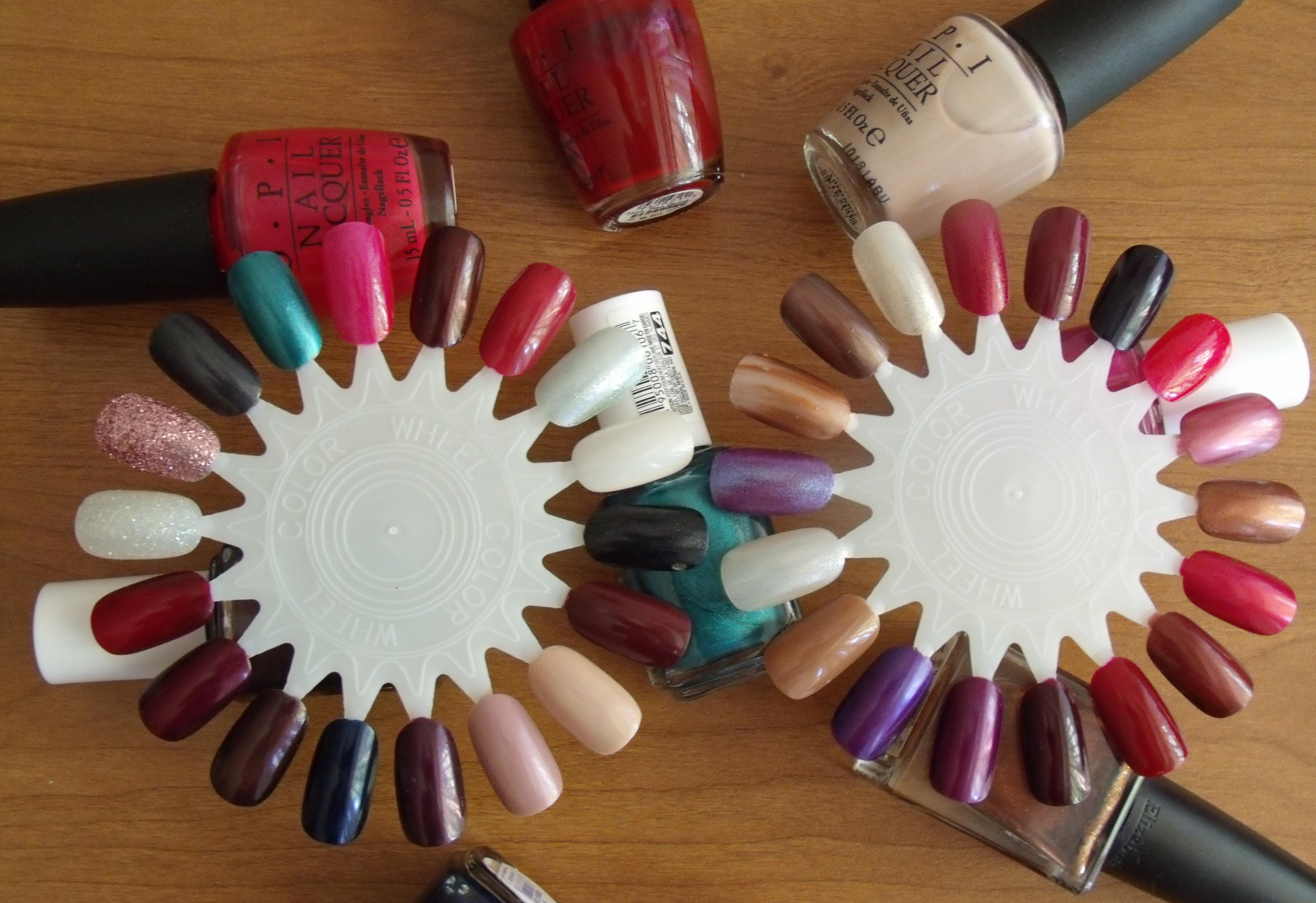 A paleta serve de mostruário para a próxima ida à manicure ou para o momento de indecisão