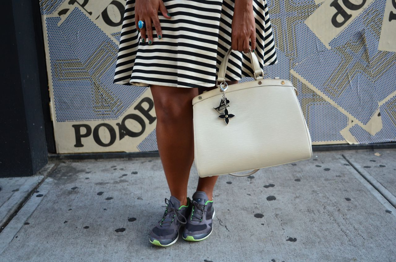 Vestido Lindex, tênis Stella McCartney para Adidas, bolsa Louis Vuitton