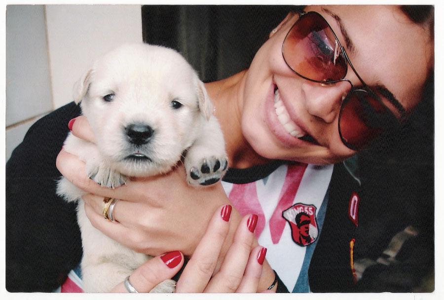Com Carol, uma golden retriever, a primeira cachorra carioca das quatro que ela tem hoje