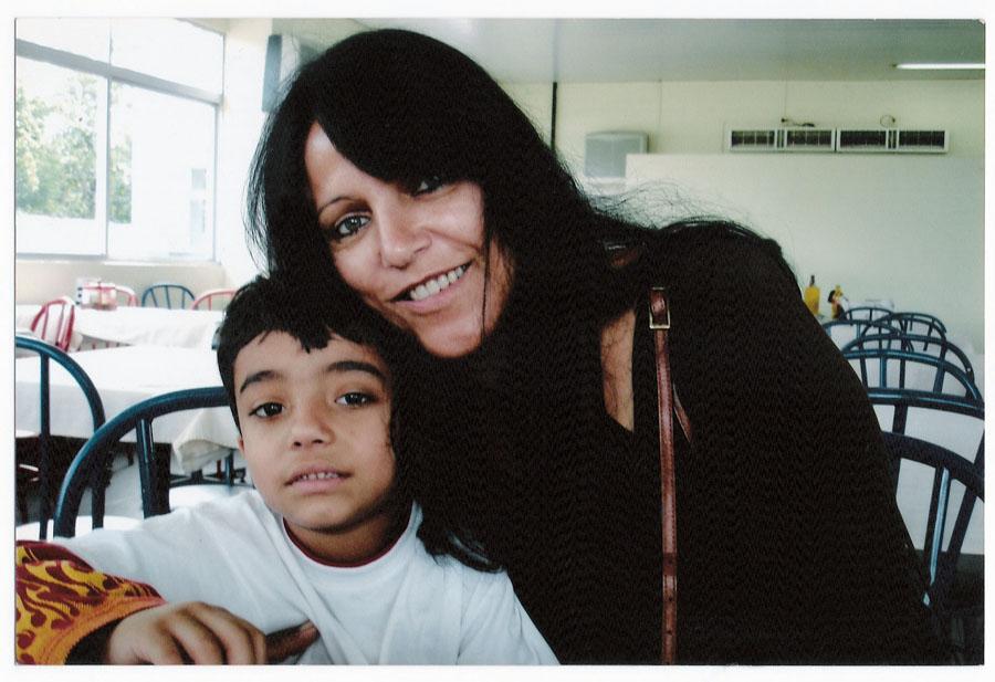 A mãe com um dos três irmãos de Grazi: Alexandre, hoje com 8 anos