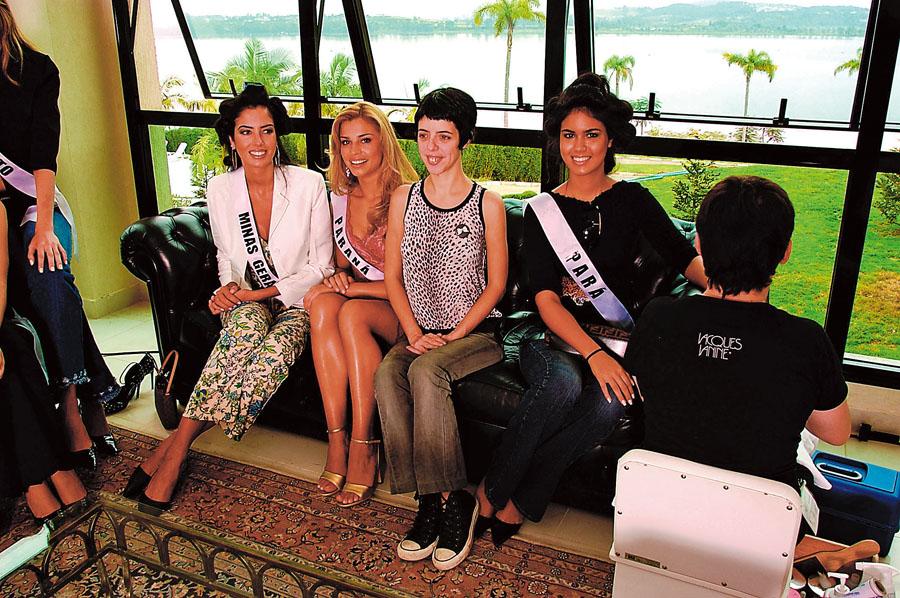 Em um concurso de miss, em 2004, com Nina Lemos, repórter desta entrevista, que, na época, fazia uma reportagem para a Tpm #32