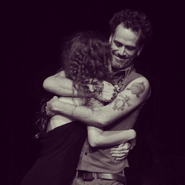 Ana Cañas e Nando Reis durante o show de gravação do DVD Coração Inevitável