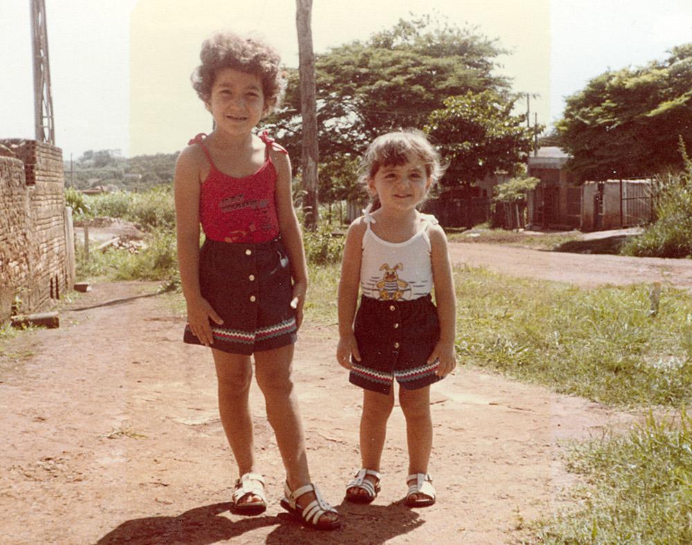 Em Ribeirão Preto, na calçada de casa (ainda de terra), em 1984