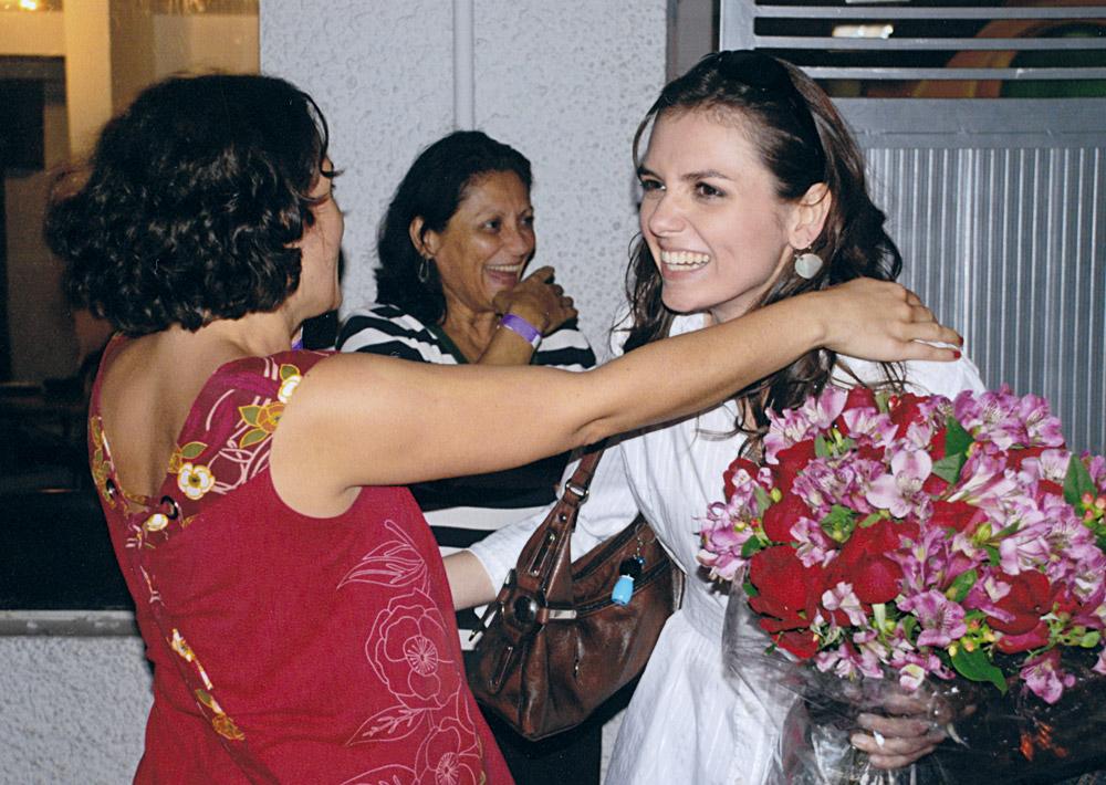 Com a mãe e a irmã, logo após ganhar a vaga no CQC