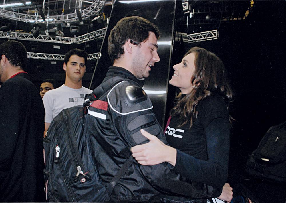 No mesmo dia, comemorando a vitória com o namorado, Rafael Miotto