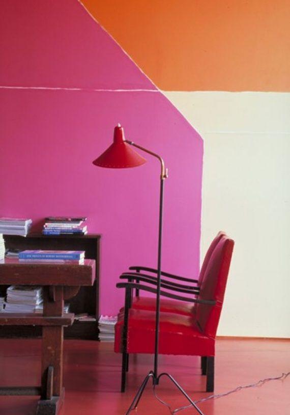 Grafismo com cores fortes também pode ficar legal numa parede só