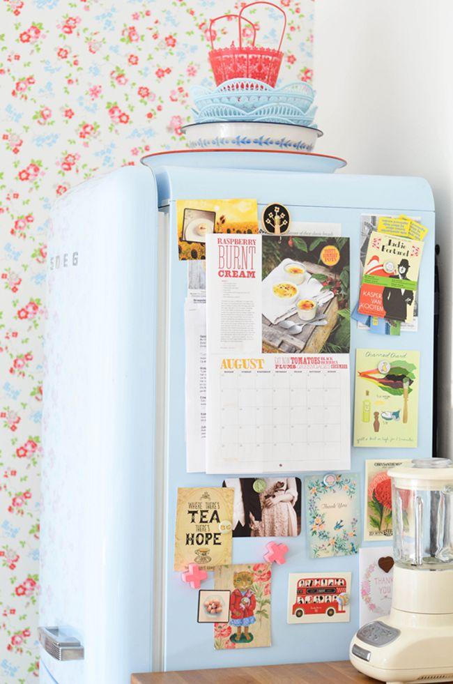Não esqueça que a sua geladeira pode ser um ótimo espaço pra uma exposição particular. Basta caprichar na curadoria de fotos, recortes e imãs