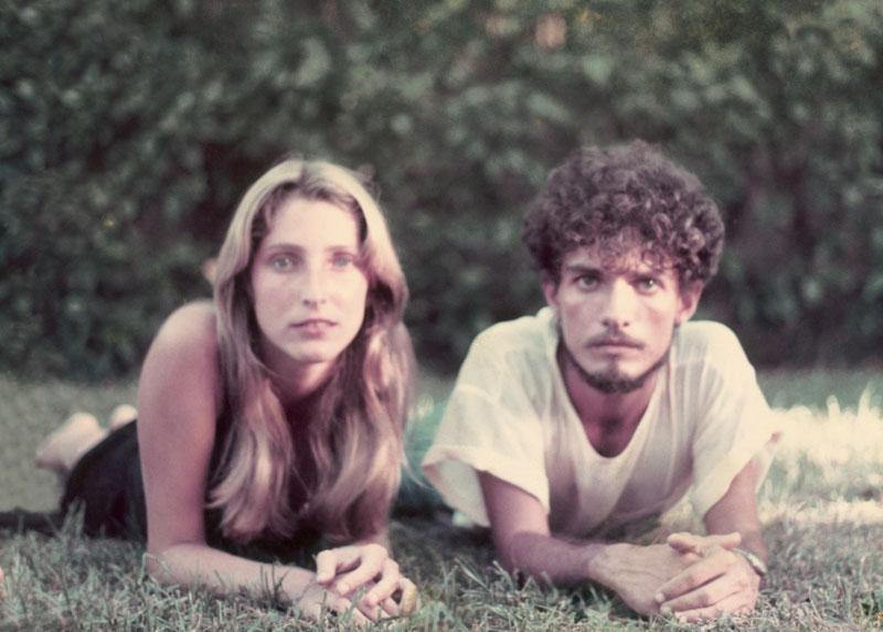 Ao lado de João Falcão, durante uma sessão de fotos para a peça Cara Metade, em 1984