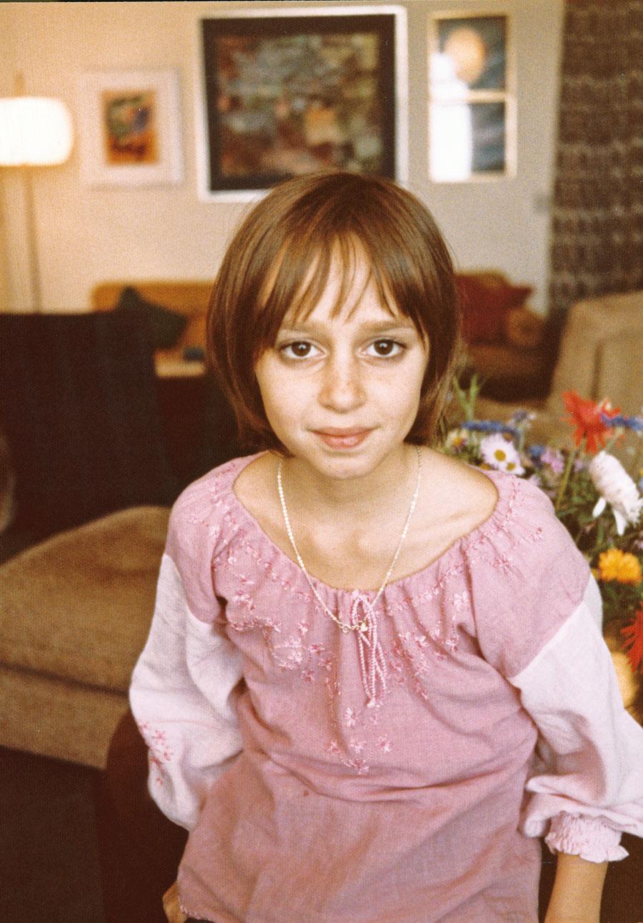 Aos 7 anos, no apartamento do avô paterno, que tirou esta foto pouco antes de falecer