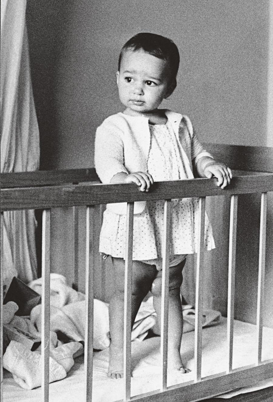 Com 1 ano, flagrada pelo pai, o cineasta Jorge Bodanzky