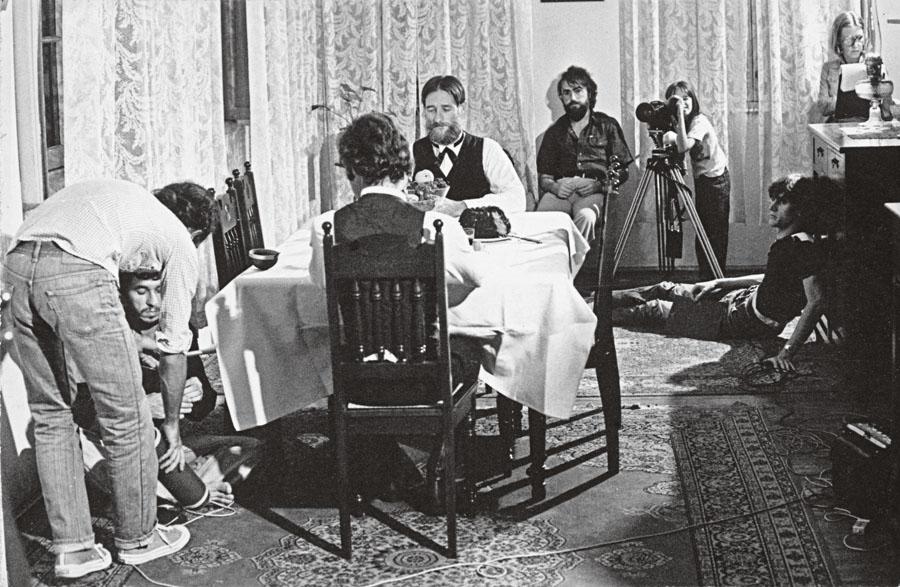 Bisbilhotando a câmera no set de Os Mucker, 1978, ao lado do co-diretor do filme, Wolf Gauer