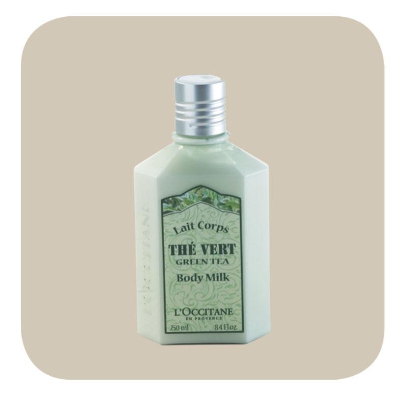 Cheirosinho - Este creme, Leite Corporal Chá Verde, da L'Occitane, eu uso mais pelo cheirinho, que adoro, do que pelo poder hidratante