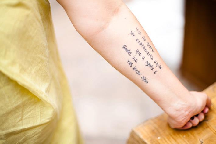"""Tattoo de @barbaramanoela com o poema de Paulo Leminski, """"Incenso fosse música"""", publicado no livro """"Distraídos, Venceremos"""""""
