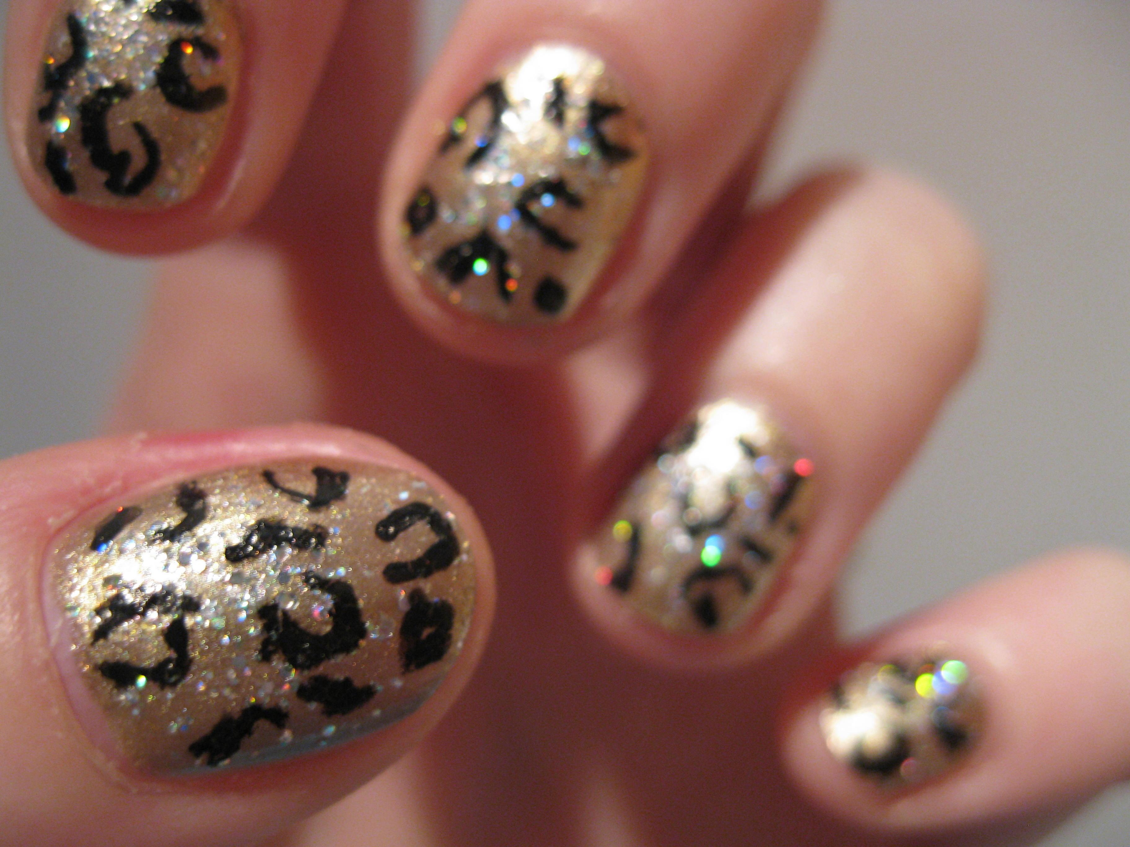 Oncinha com glitter dourado