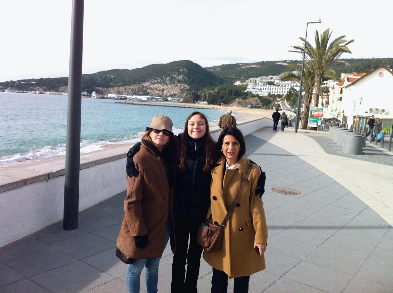 Em Portugal, com a mãe e a avó Heloísa