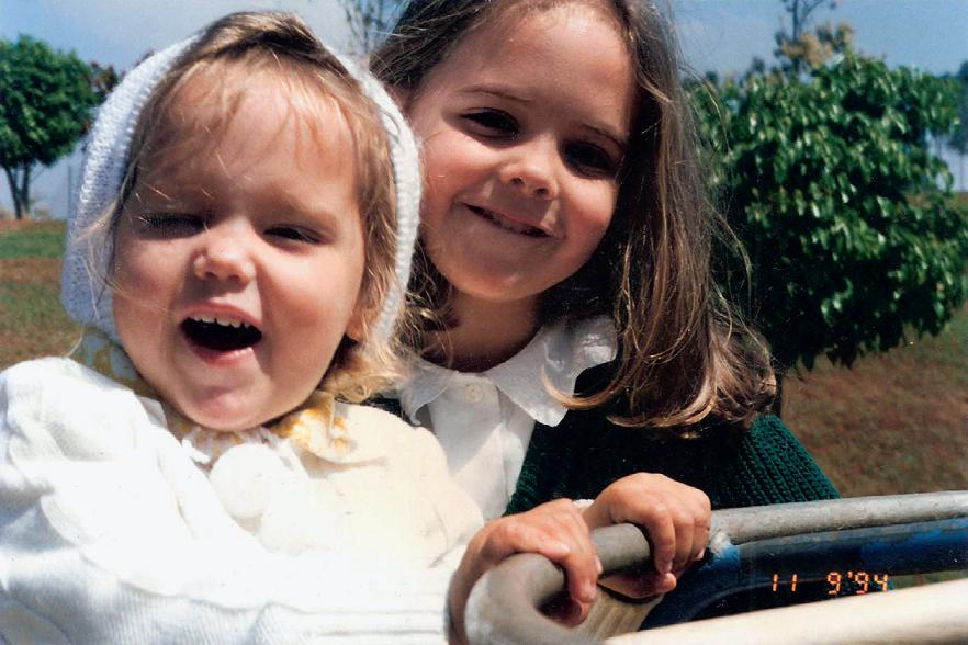 Com a irmã, Ana Maria, em 1994