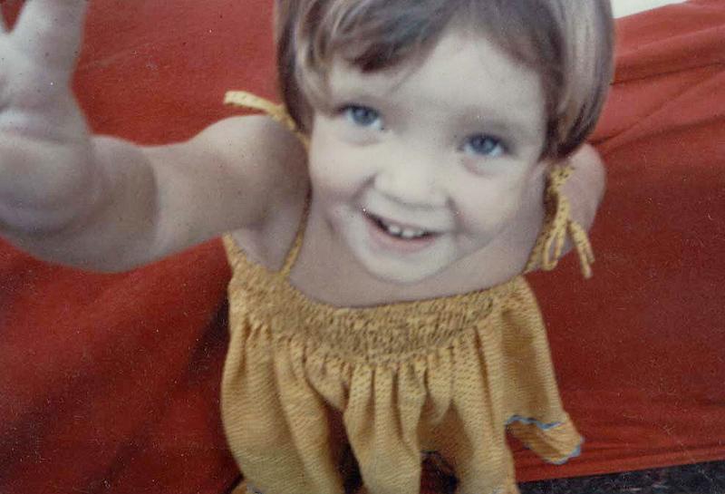 A pequena Mariana, que desde os 7 anos morava apenas com o pai, o dramaturgo e cineasta Domingos Oliveira