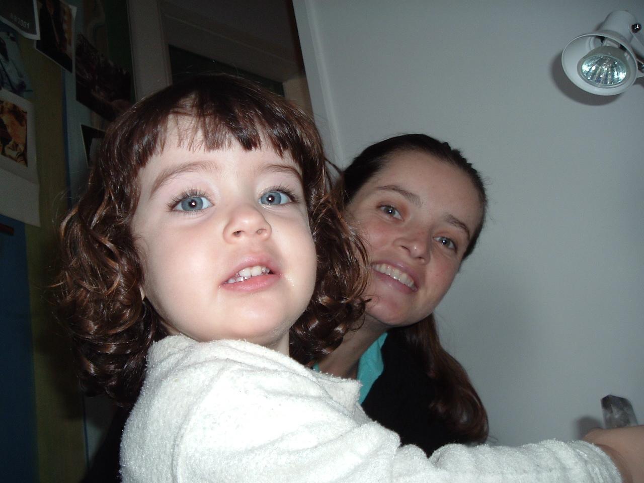 """Mariana e Laura, de 7 anos, """"a que gosta de cantar"""""""