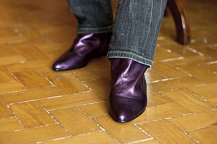 Quarta-feira: Detalhe da bota lilás brilhante