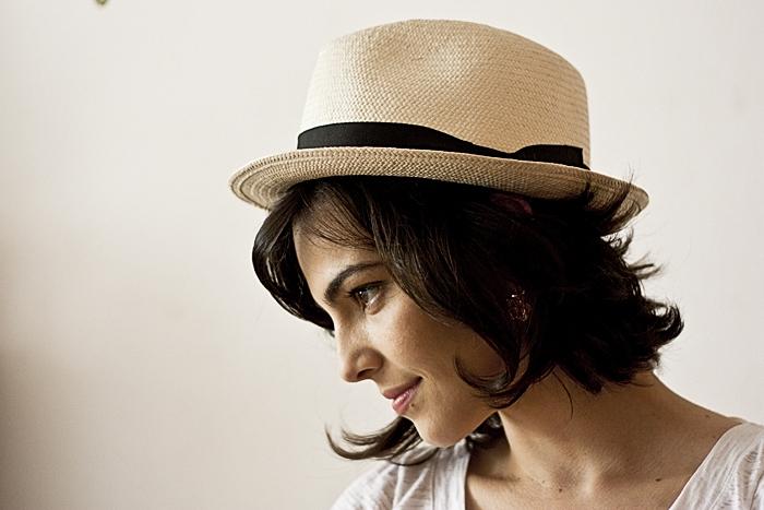 Sexta-feira: Detalhe do chapéu, fabricação da tradicional chapelaria do seu Plas