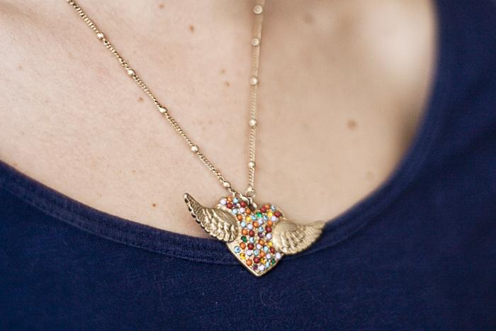 Sábado: Detalhe do colar de Tainá