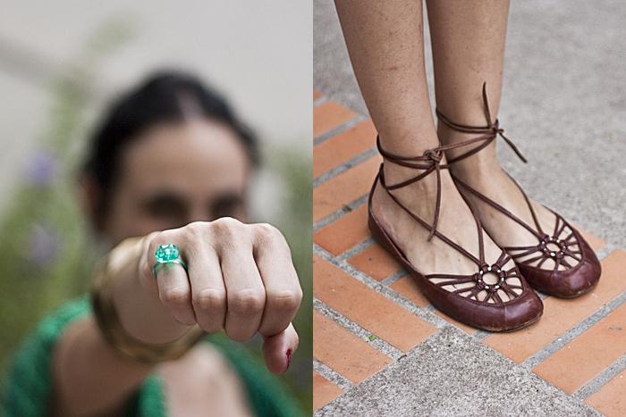 Quarta-feira: Detalhe de mais um anel de festa de criança, agora verde, e a sapatilha feita a mão vista mais de perto