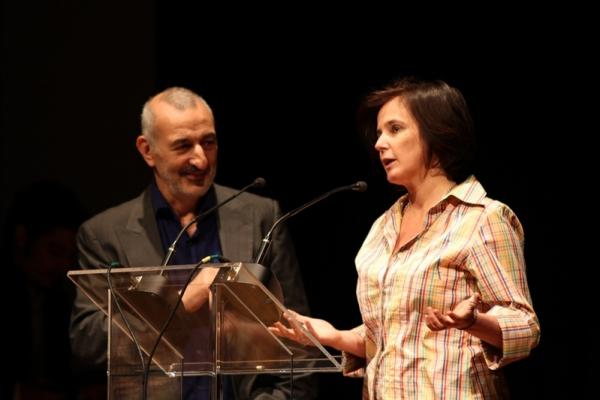 O arquiteto Rafic Farah e a nossa colunista Milly Lacombe entregaram o prêmio para Lia Diskin