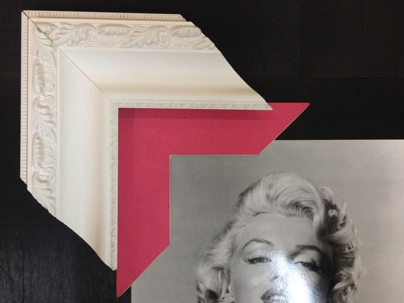 Clássica com entalhes em branco com paspatur rosa. Fast Frame (www.fastframe.com.br)