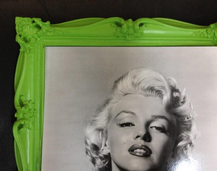 Clássica com entalhe e pintura verde dá um ar moderno à peça. Fast Frame (www.fastframe.com.br)