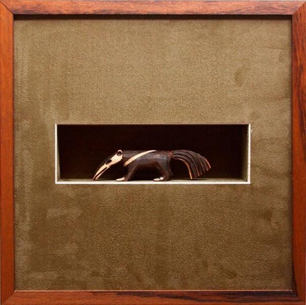 Moldura caixa em madeira com paspatur em camurça. Moldura Minuto (www.molduraminuto.com.br)