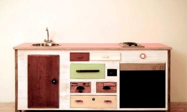 Móvel criado com gavetas antigas pelo estúdio alemão Entwurf-Direkt