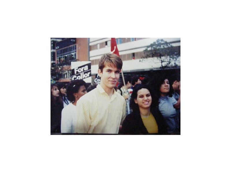 Em 92, em uma passeata pró-impeachment do Collor ao lado de um amigo finlandês