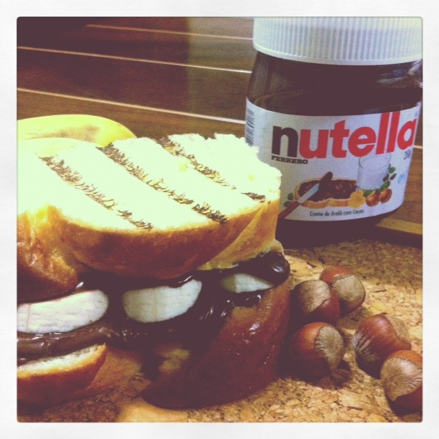 Antidepressivo para domingos: tostex de Nutella em brioche com banana e canela