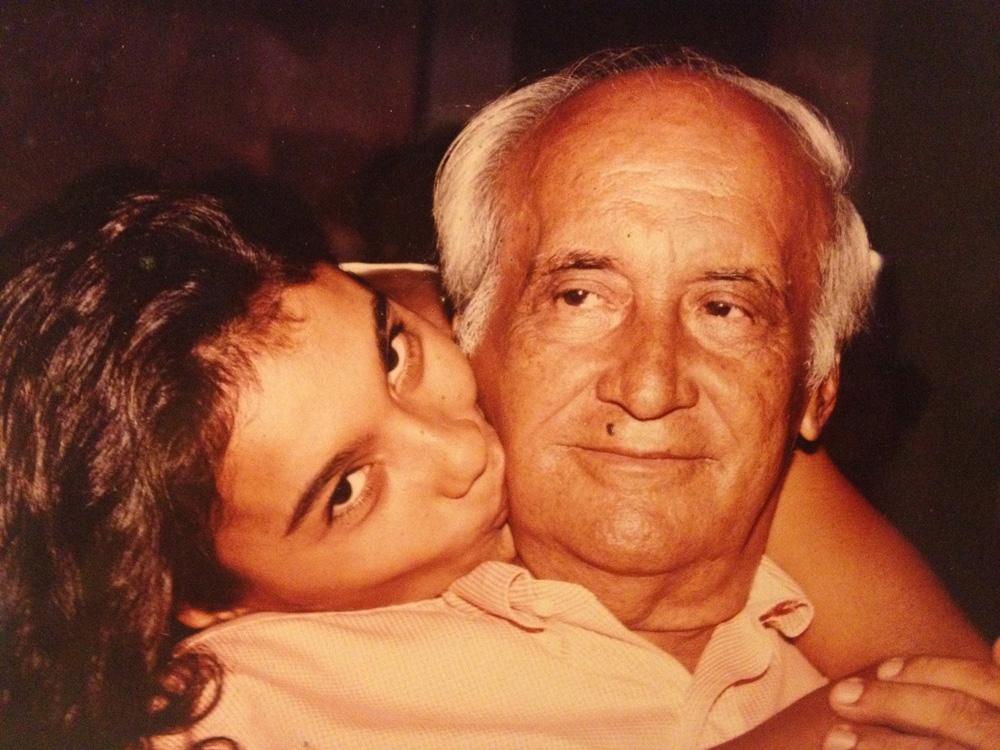 Com o pai, seu Edir, que morreu em 2012