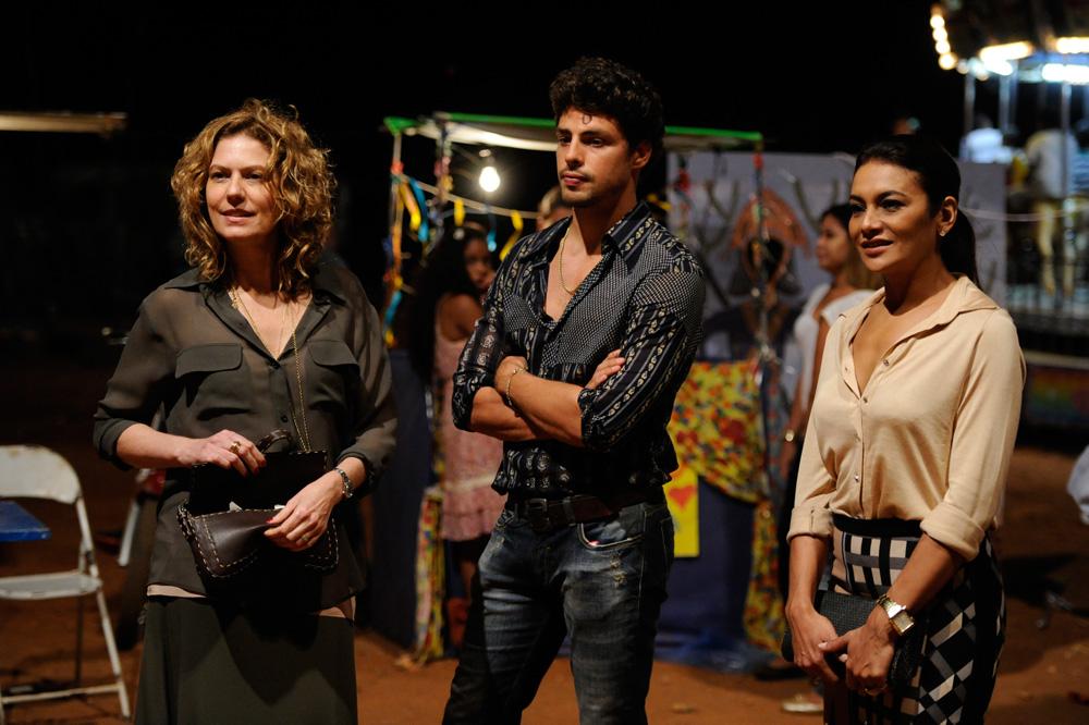 Com Patrícia Pillar e Cauã Reymond em Amores Roubados