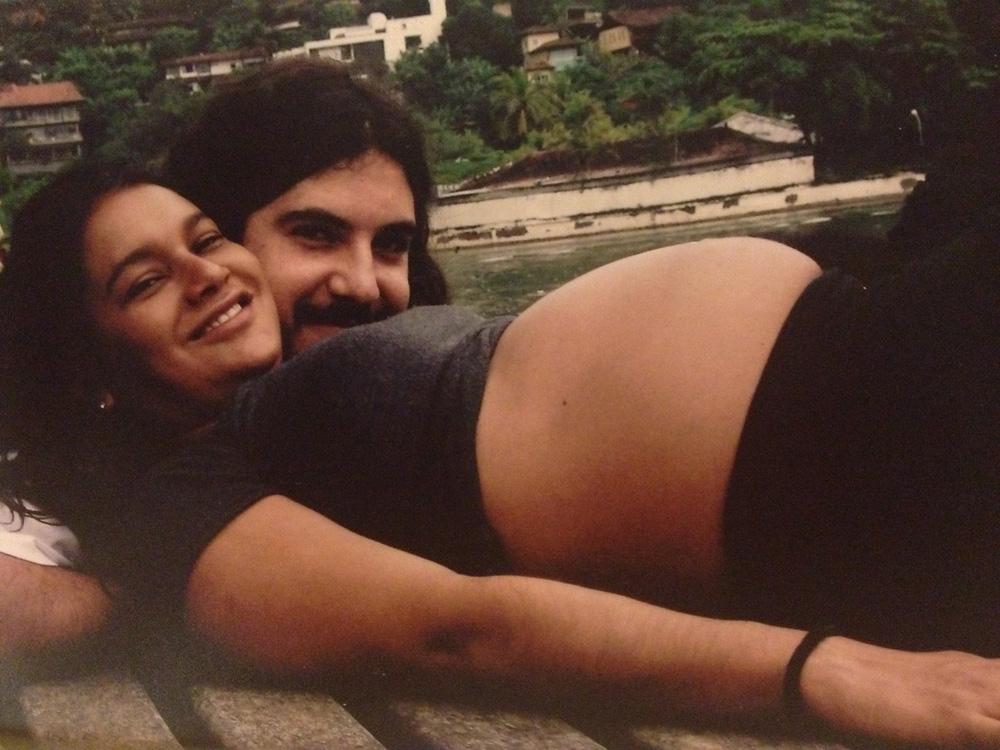 Com o marido Pablo Baião, aos seis meses de gravidez de Inácio, hoje com 5 anos