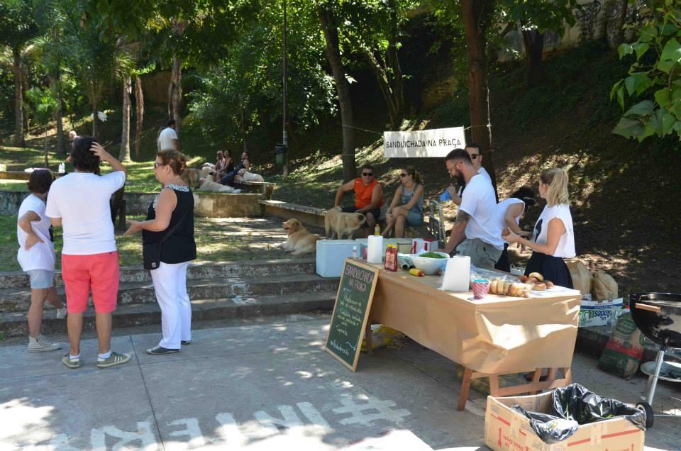 Sanduichada na Praça organizada em março