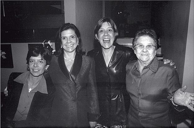 Comemorando 70 anos com as filhas Tânia, Nancy e Sandra