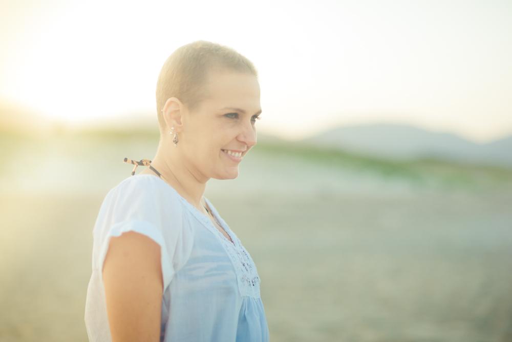 A empresária Flávia Flores, criadora da fanpage Quimioterapia e beleza